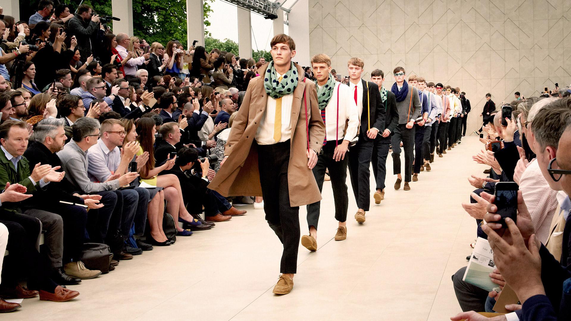 Pánská móda pro jaro/léto 2014 podle Burberry nebo Prada?