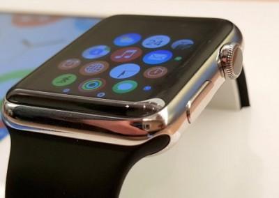 První dojmy z Apple Watch: Respekt ke zpracování, rozpaky z ovládání